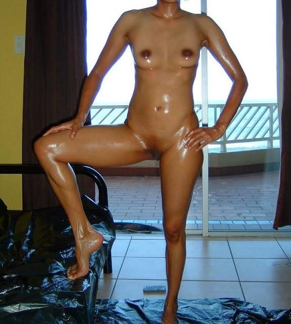 Indian Rich Bhabhi Oli Massage Nude Photo indianudesi.com