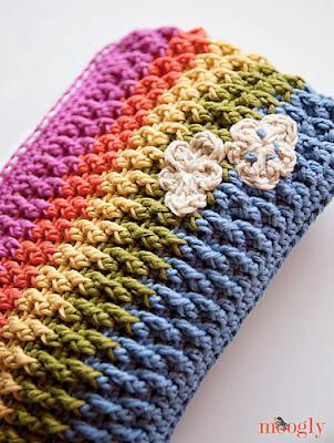 free crochet pattern rainbow pouch