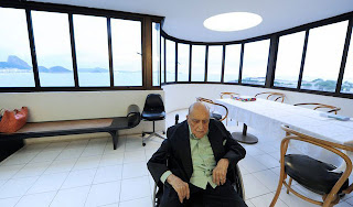 http://3.bp.blogspot.com/-bxyEQN6KVbY/UMHJy6GmD7I/AAAAAAAAFwA/vc61rb36L6E/s1600/Oscar-Niemeyer-2.jpg