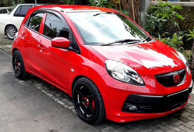 modifikasi mobil honda brio satya merah