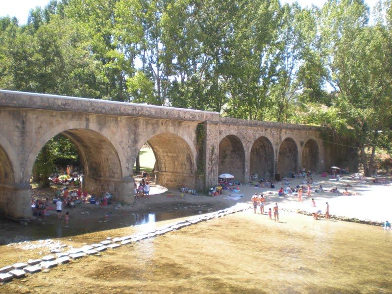 Piscina natural el lago de jara z de la vera for Piscina natural jaraiz de la vera