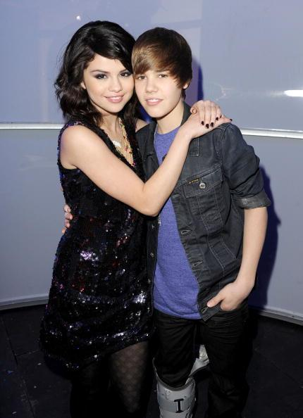 selena gomez and justin bieber kissing on boat. justin bieber and selena gomez