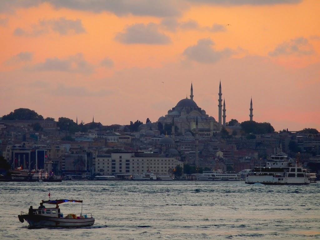 L'aria del Bosfoto e la Moschea di Solimano a Istanbul - foto di Elisa Chisana Hoshi