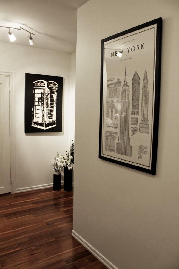 monumental guide to New York, inramad tavla, tavla i hallen, vitt och valnöt, parkett valnöt, lägenhet, david ehrenstråle, byggnader i new york, new york, julklapp