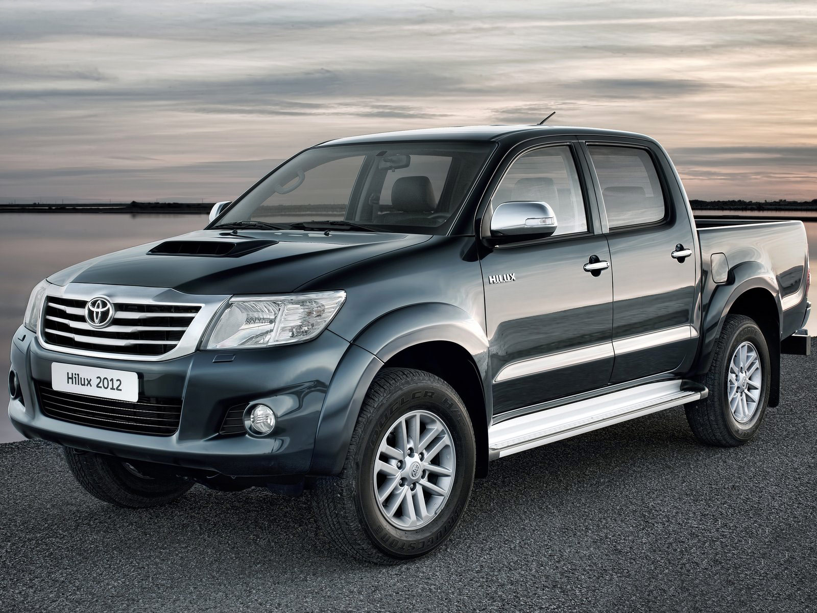 download-toyota-hilux-2012-wallpaper-pictures