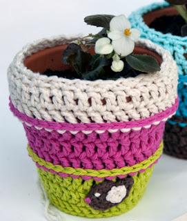 http://translate.googleusercontent.com/translate_c?depth=1&hl=es&rurl=translate.google.es&sl=auto&tl=es&u=http://www.mooglyblog.com/crochet-flower-pot-cozy-pattern/&usg=ALkJrhjhwbhAieK0ZmxMfANpRzsxViMR3Q