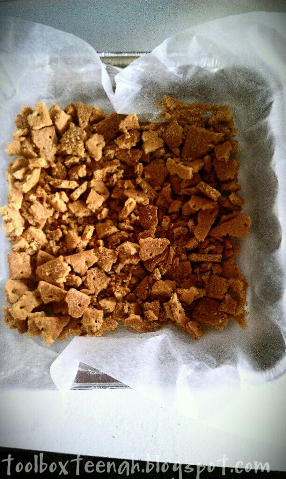 Crumble graham crackers and place them in wax paper in a foil tray.