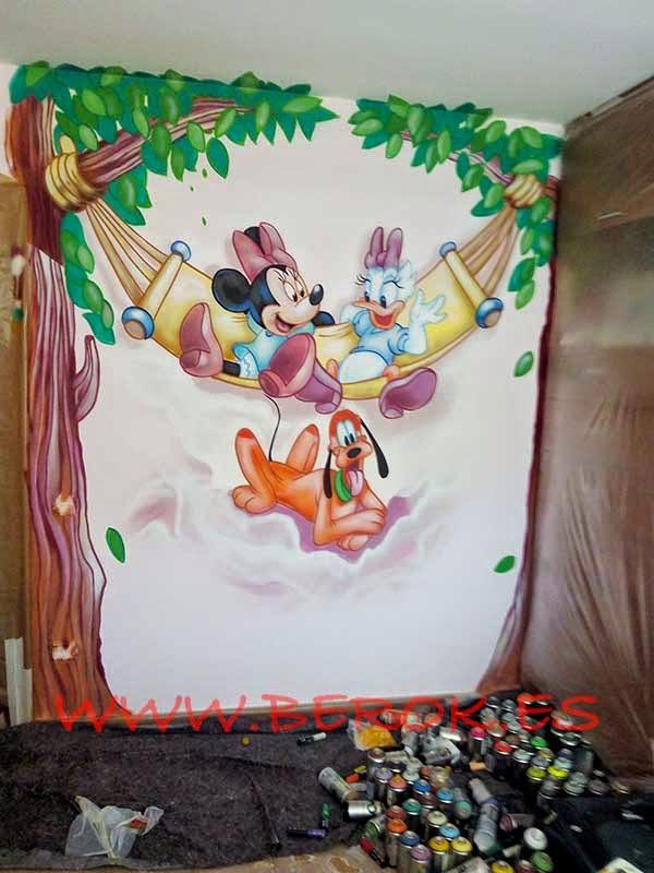 Pintura mural infantil de Disney realizado con aerosoles