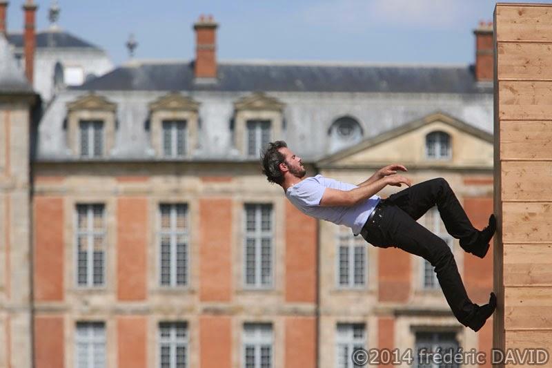 danse contemporaine spectacle trampoline cirque Yoann Bourgeois Fugue Chamarande Essonne