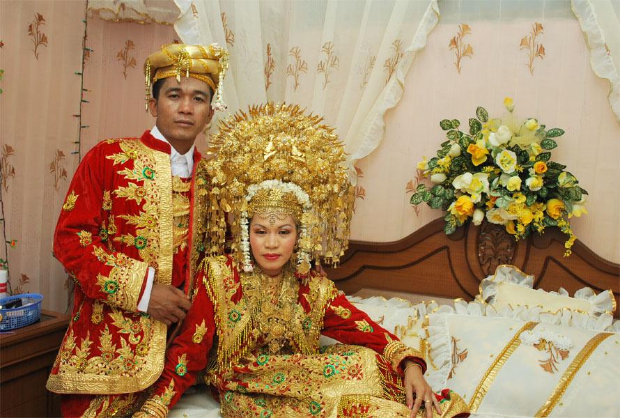 ... pakaian adat tersendiri ini adalah contoh pakaian adat pengantin yang