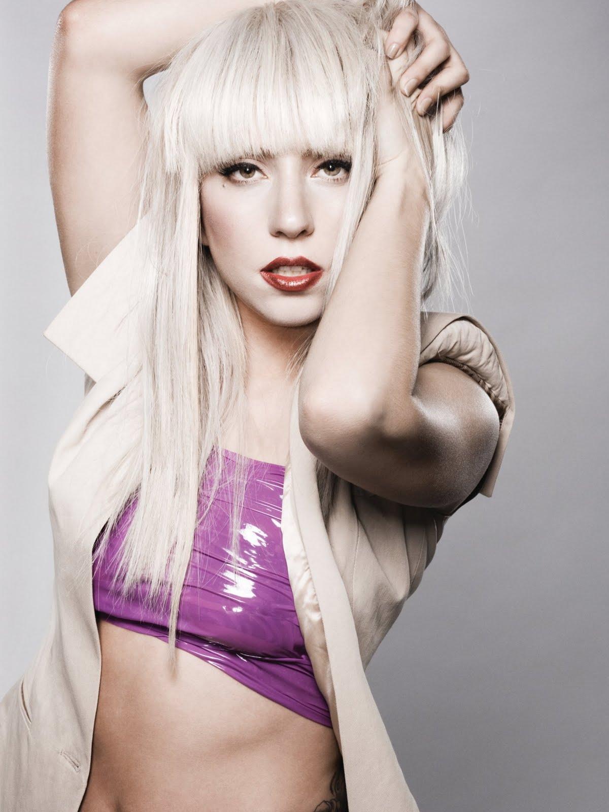 http://3.bp.blogspot.com/-c-XQde8XKQs/TcJ15mwWHqI/AAAAAAAACBk/xOwNG-_z_eE/s1600/Top+Fashion+Statements+-+lady+gaga+1.jpg