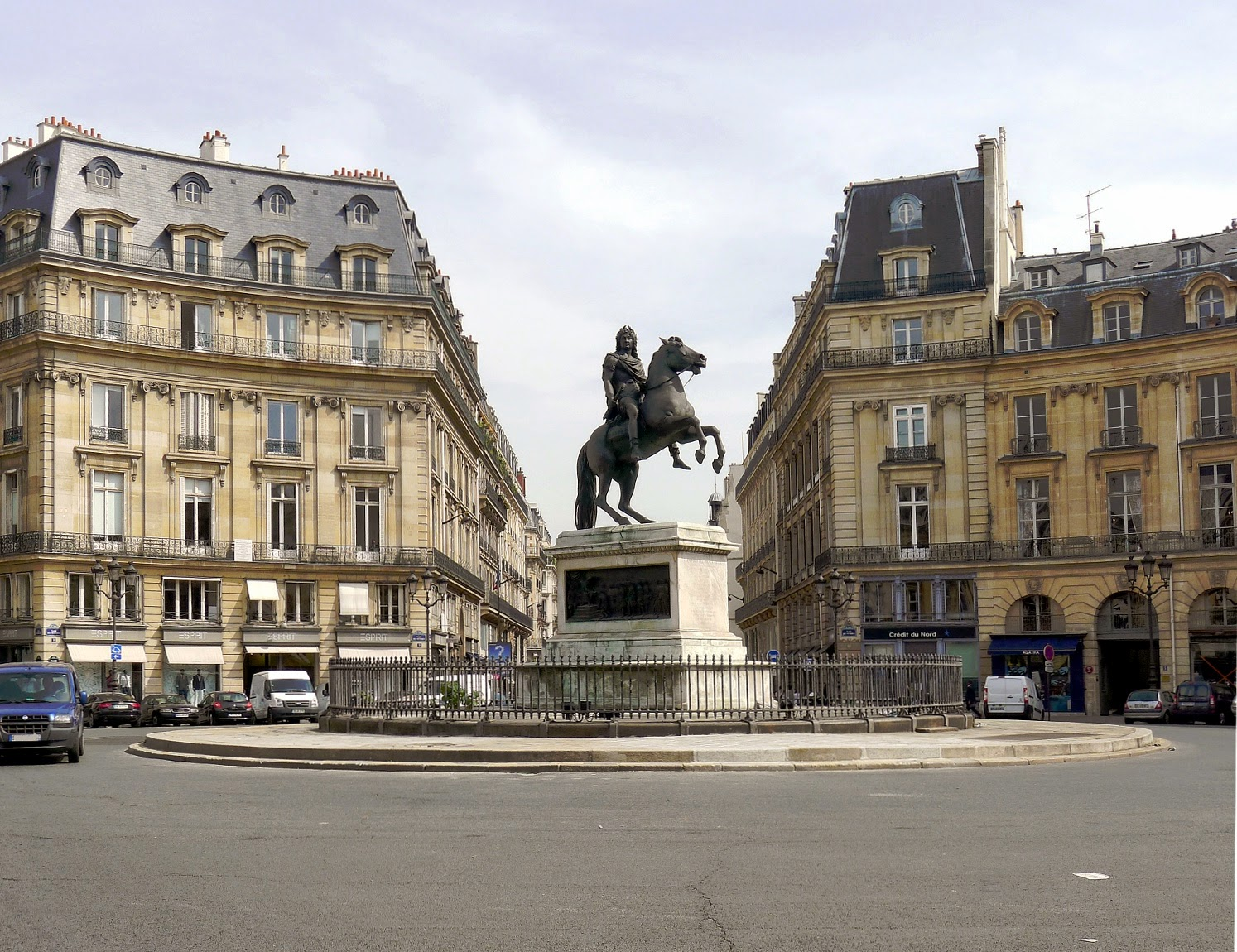 Artchist barroco en francia plaza dauphine place des victoires place vend me fachada del - Place des victoires metro ...
