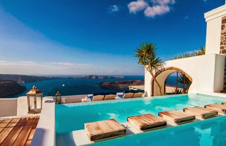 Iconic Santorini hotel cueva bloutique