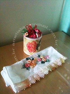 bordado em fita, bordado flor em fita, lata decorada