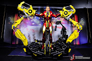hot toys iron man 2 SuitUp Gantry with Iron Man Mark IV (gantry )