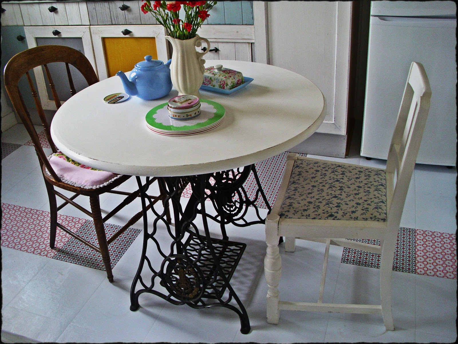 Singer Dining Table