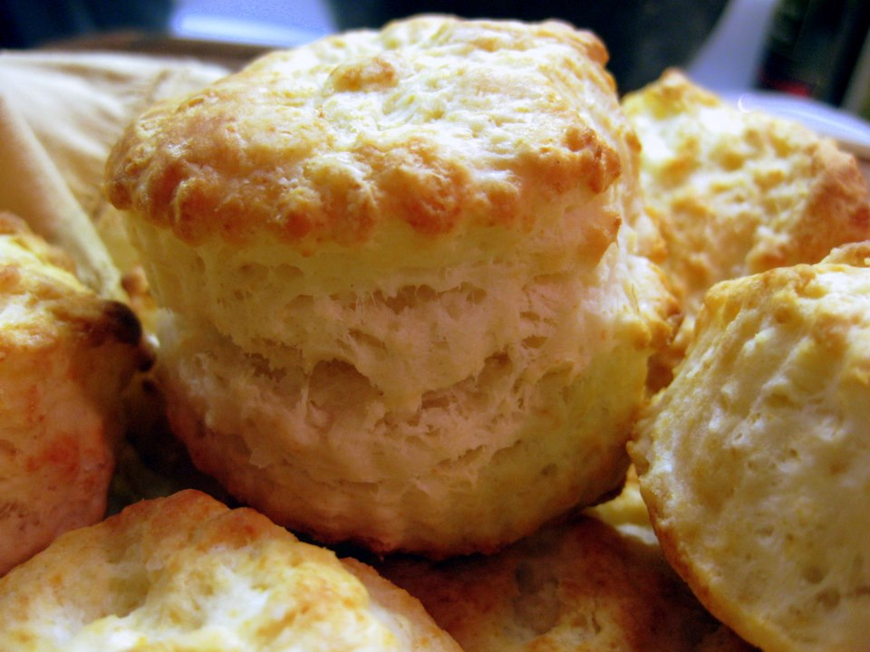 Dragon's Kitchen: Buttermilk Biscuits