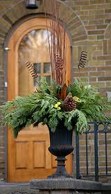 Outdoor Christmas Urns http://willowispandrea.blogspot.com/2011/05/inspired-by-urns.html
