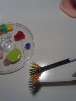 idea per decorare unghie con pennello a ventaglio