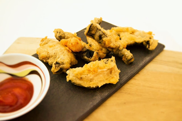 Beer Battered Garlic Mushrooms. A fabulous starter made in minutes with a foolproof crunchy batter. Made in minutes.