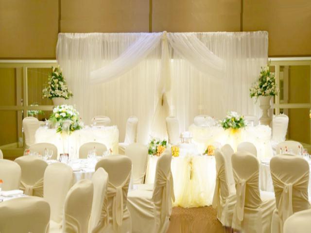 Decoracion En Telas Para Matrimonio ~   las telas con ca?das verticales y levantarlas en la parte media