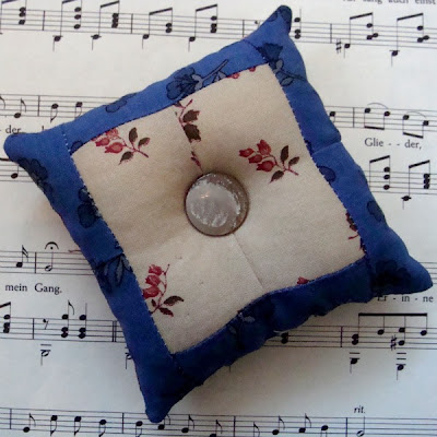 4-patch reversible patchwork pin cushion