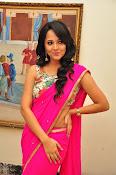Anasuya dazzling saree photos-thumbnail-12