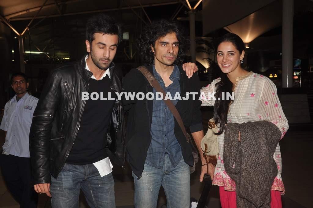 , Ranbir And Nargis Snapped At The Airport - Ranbir Smoking