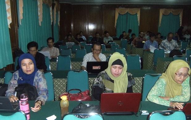 Kegiatan review SIM Sekolah (Sistem Informasi Managemen Sekolah), di LPMP Semarang 1-3 April 2013.