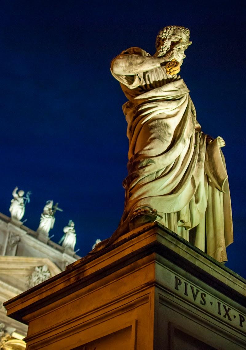 sculpture at the vatican city