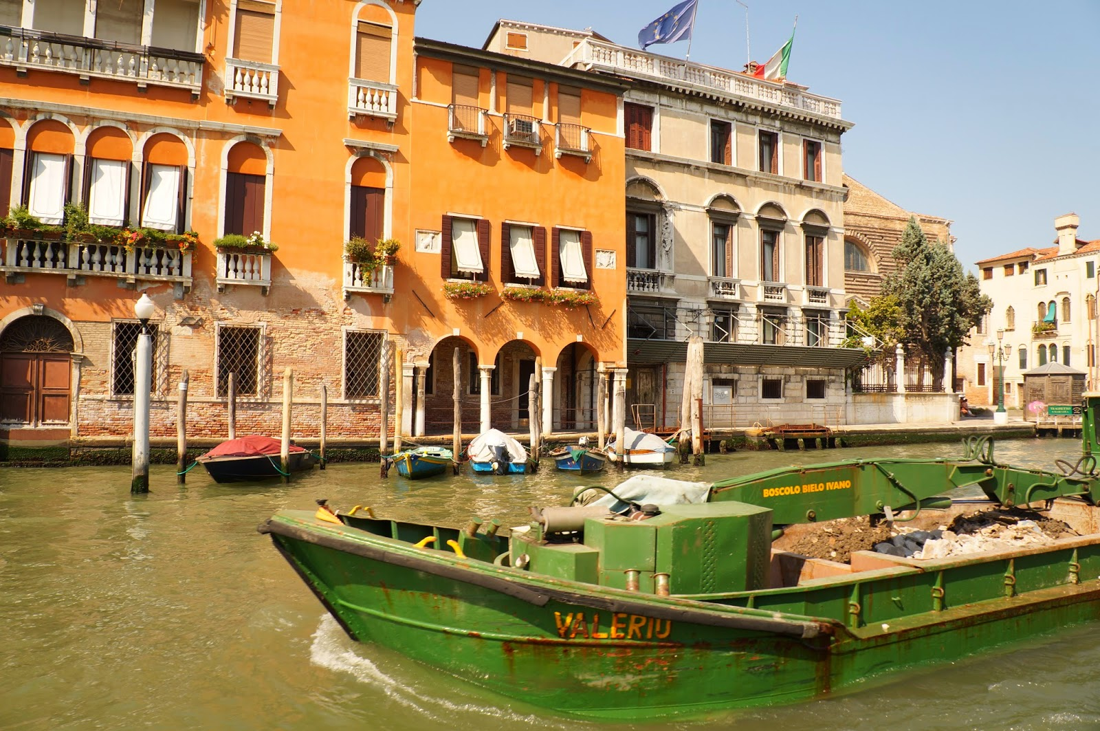 Мусор в Венеции