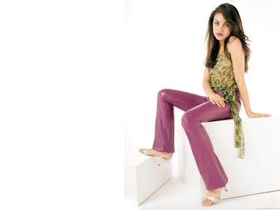 Pretty Actress Mila Kunis Wallpaper