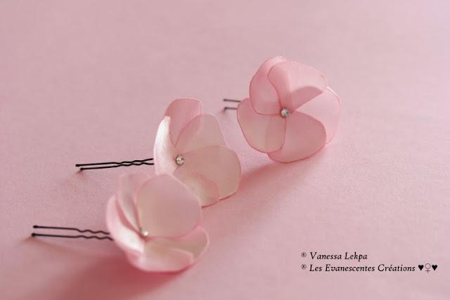 Vanessa Lekpa accessoire de coiffure pour mariée pics à chignon et barrette fleur de satin rose pale mariage romantique