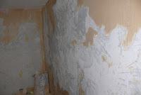 Usuwanie starych tapet ze ścian, porady