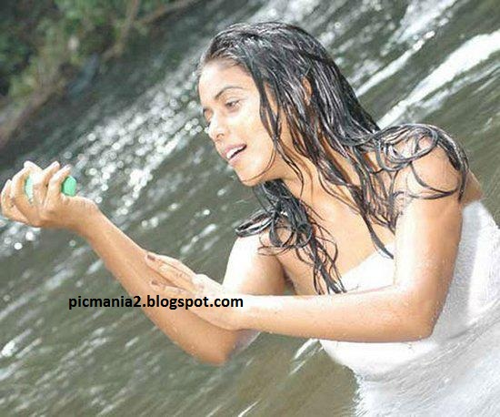 South indian mallu actress bathing