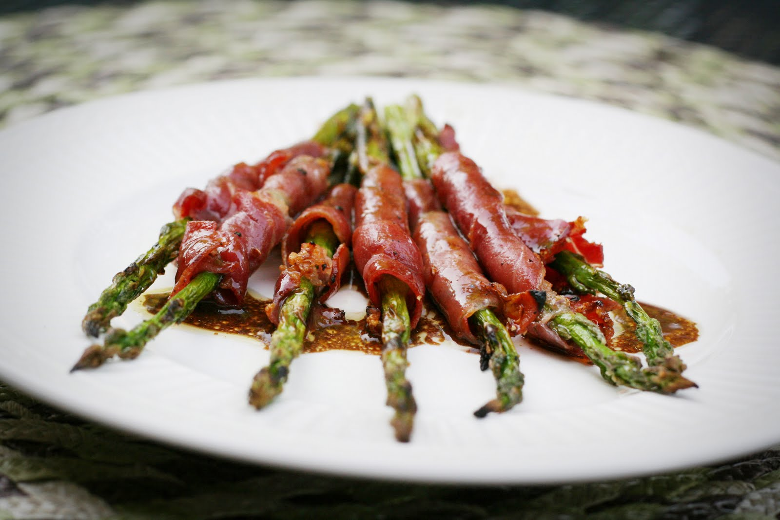 Mary, Quite Culinary: Grilled Prosciutto Wrapped Asparagus
