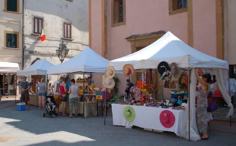 Tuscany holidays montaione mercatini per le vie del for Mercatini antiquariato toscana