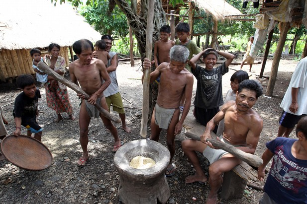 Calintaan Philippines  city photo : The Mangyan people of the Philippines