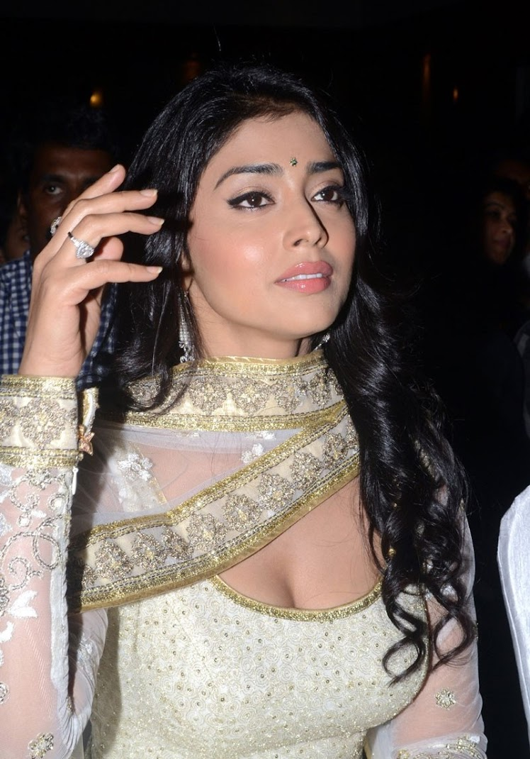 Shriya Saran at Rowthiram Audio Launch