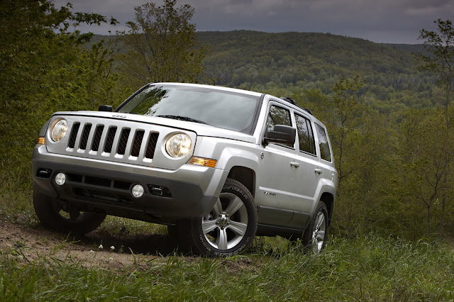 Front 3/4 view of 2014 Jeep Patriot