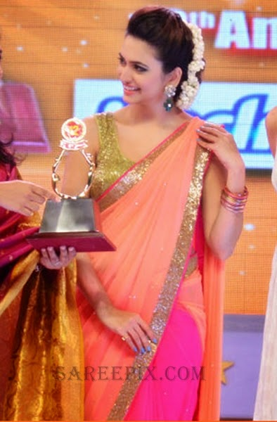 Actress-Kriti-kharbhanda-saree-Santhosham-awards2014