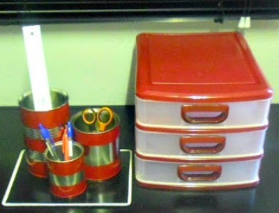 Desk Caddy and Tray Spray Painted ~ Yes, you can spray paint plastics too ! And make a one-piece Desk Caddy to fit in with your new color scheme #SprayPainting #Crafts #DeskCaddy