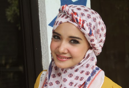 Gambar Foto Cara Berhijab Risty Tagor Artis Cantik Indonesia Trend Model Jilbab