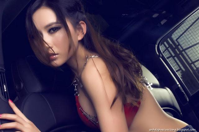 Ảnh Hotgirl nóng bỏng với siêu xe