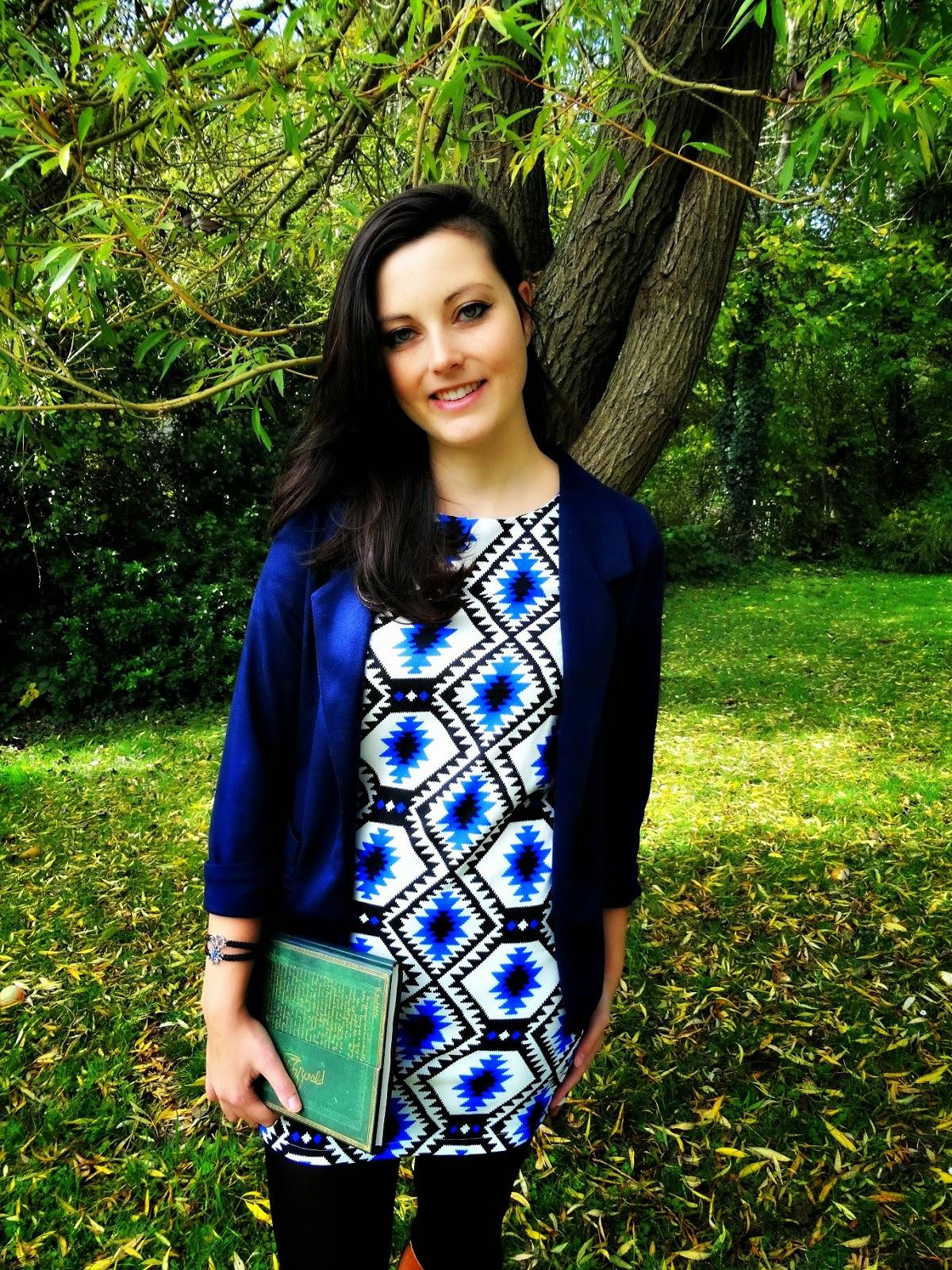 Celeb Look Fashion Post blazer with Paperblanks diary