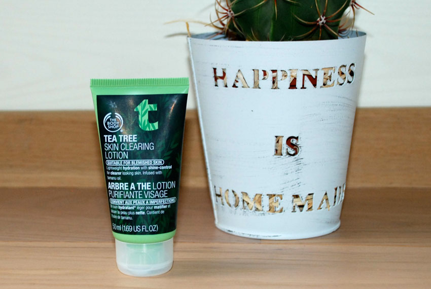 Polished Cats Fashion Blog review Tea Tree skin clearing lotion The body shop