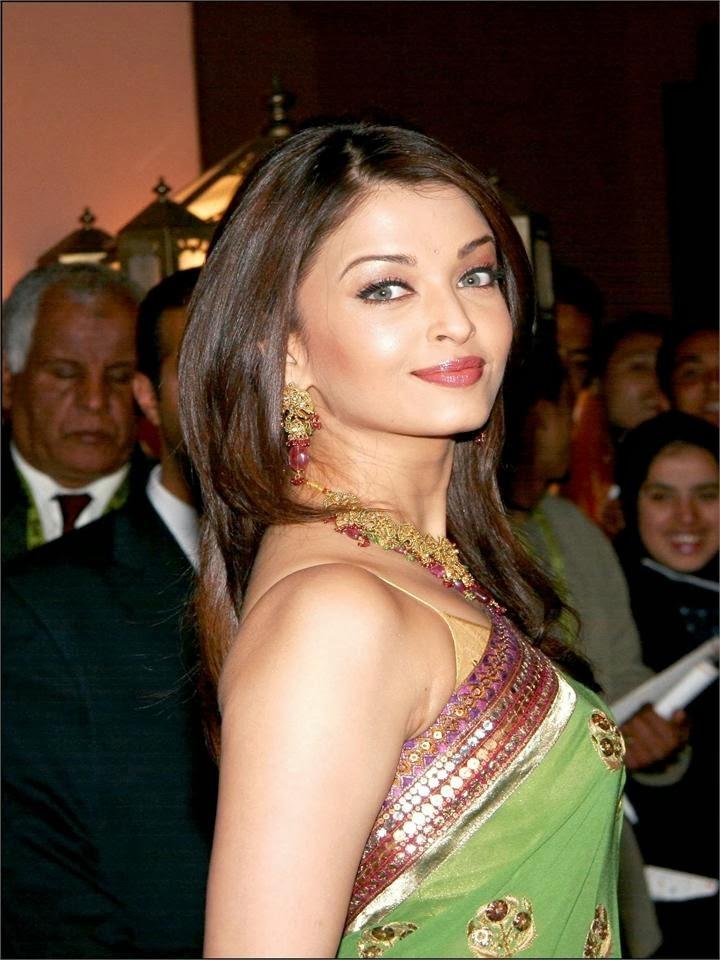 Aishwarya rai hottest saree pics