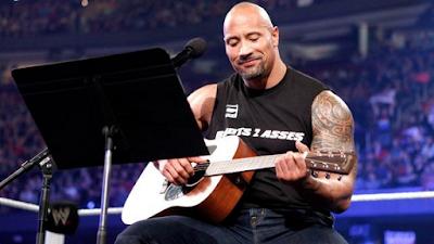 the rock toca la guitarra e insulta a john cena en raw