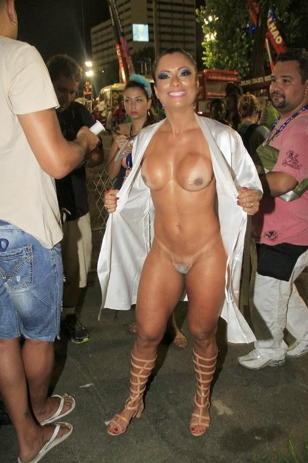 Dani Sperle Totalmente Nua No Carnaval