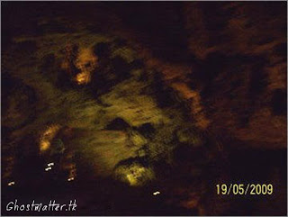 http://3.bp.blogspot.com/-c3UXGiT-79E/Tak5jzGIV6I/AAAAAAAAAbo/ZzOHHnabtAo/s320/creepy-ghost-face-on-cave-wall-real-scary-ghost-in-cave.jpg